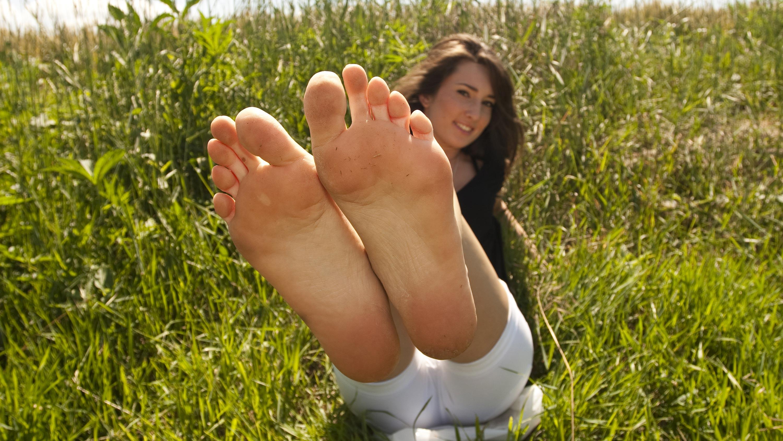 Barefoot aussie girl pics — pic 14