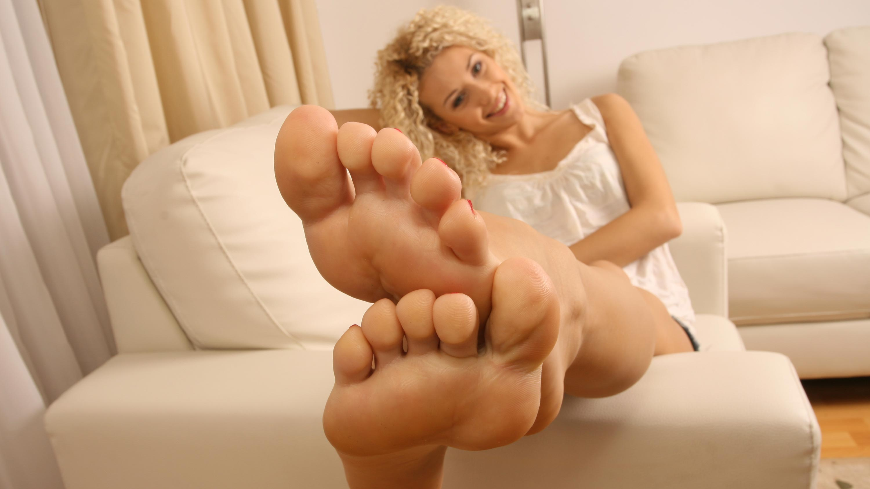 naked-blondes-with-sexy-feet-nude-spa-prn